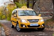 Лада Ларгус такси фото в осеннем лесу